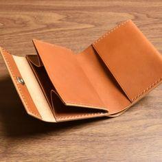 スリム・コンパクトウォレット 【受注制作】黄茶Cw02R mikoc works の画像一覧|Creema(クリーマ) ハンドメイド・手作り・クラフト作品の販売サイト Leather Tutorial, Image List, Leather Crafts, Product Design, Leather Wallet, Bag, Envelopes, Leather, Purses