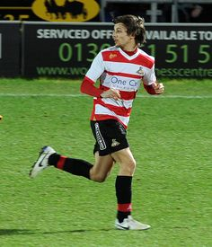 One Direction fans support Louis Tomlinson's soccer debut