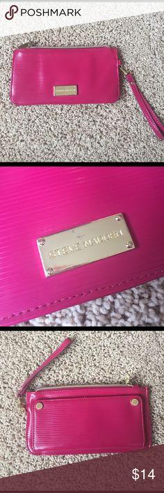 Steve Madden wristlet! Adorable pink wristlet! Never worn! 10% off bundle of 3 or more. No trades. Make me an offer. Smoke free home. ❤😄 Steve Madden Bags Clutches & Wristlets