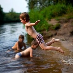 Near Minsk (Belarus) or near Toronto (Canada) kids will always have fun in water. differences melt away with the frost and all that is left is fun. Lakeside Living, Swimming Holes, Country Life, Country Farm, Lake Life, Outdoor Camping, The Great Outdoors, Summer Fun, Life Is Good