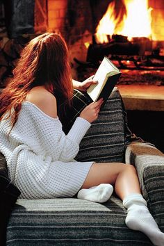 A good fire, a good book, and, best of all, a good sweater : the main components of a good evening :)
