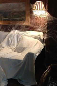 1000 images about halloween dead breakfast haunted for Diy hotel decor