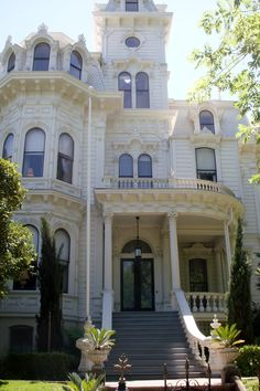 A majestic Victorian built in 1877, used as the Governor's Mansion of California from 1903 to 1982 when the governor refused to live in it!  As imposing as it is, being all white is criminal.  It is replete with fantastic architecture which deserves some color.