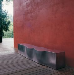 Contemporary outdoor seating by B+B Italia Outdoor Garden Furniture, Bench Furniture, Stainless Steel Sheet, Exterior, Forest House, Rubber Flooring, Wall Colors, Paint Colours, Outdoor Seating