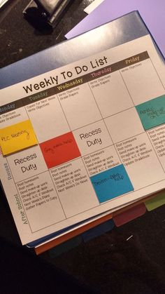 FREE editable weekly to do list with tasks to complete each day and room for post-it notes to write changes! {Blog Post}