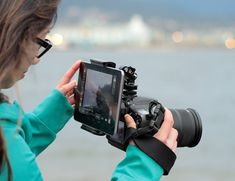 CAMLET MOUNT – Combine & Control your DSLR Camera through your smartphone or tablet.