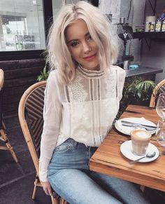 Laura jade stone - All about style, fashion and beauty Mode Outfits, Casual Outfits, Fashion Outfits, Womens Fashion, Jeans Fashion, Look Fashion, Autumn Fashion, Winter Fashion Casual, 90s Fashion