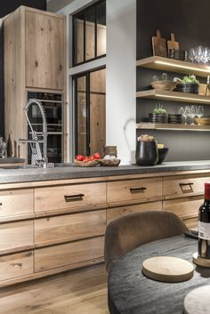 Slots Decoration, Spiere Helkijn, the best that Belgium has to offer in Country style! Concrete Kitchen, Kitchen Remodel, Kitchen Decor, Modern Kitchen, New Kitchen, Home Kitchens, Best Kitchen Designs, Rustic Kitchen, Kitchen Design
