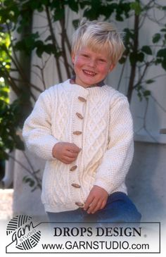 Peter - Cardigan in Karisma Superwash - Free pattern by DROPS Design Baby Knitting Patterns, Knitting For Kids, Baby Patterns, Free Knitting, Drops Design, Kids Clothes Patterns, Clothing Patterns, Cardigan Bebe, Pull Bebe