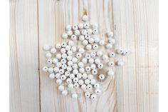 Πέρλες Λευκές 27316  Διακοσμητικές Πέρλες σε Λευκό χρώμα.Στολίσετε εύκολα και γρήγορα μπομπονιέρες, προσκλητήρια γάμου και βάπτισης, βαπτιστικές λαμπάδες, κουτιά, βιβλία ευχών, μαρτυρικά και λαδοσέτ, πασχαλινές λαμπάδες, συσκευασίες δώρων, εικαστικά κοσμήματα, και οποιαδήποτε άλλη χειροποίητη δημιουργία σας.Διάσταση: 10mmΣυσκευασία 50 τεμαχίων. Pearl Necklace, Pearls, Jewelry, String Of Pearls, Jewlery, Beaded Necklace, Bijoux, Beads, Schmuck