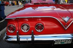 1961 Chevrolet Impala Convertible 4