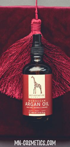 Whether as a nourishing hair mask, regenerating nail oil or as a luxurious bath additive: The Mother Nature argan oil from the heart of Morocco is a real multitasker. Bath Additives, Nail Oil, Perfect Christmas Gifts, Mother Nature, Morocco, Cosmetics, Pure Products, Bottle, Nails
