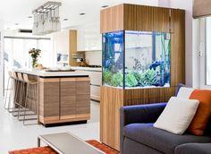 Aquarium Küche Wohnzimmer Trennwand Holzverkleidung Schrank