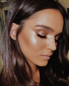 subtle simmer eyeshadow and soft glow highlight perfect makeup for summer subtle simmer eyeshadow and soft glow highlight perfect makeup for summer - Schönheit von Make-up Perfect Makeup, Pretty Makeup, Makeup Looks, Beauty Make-up, Beauty Hacks, Hair Beauty, Glowy Makeup, Natural Makeup, Bronze Eye Makeup