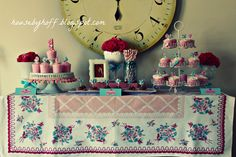 images of beautiful party tables | ... party (besides the birthday girl herself, of course) the cupcake table