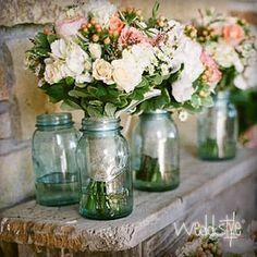 """♥♥♥ Vintage-Vasen und Gläser """"Mason Jars"""" für Hochzeit mieten  http://weddstyle.de/vintage-hochzeit-vasen-mieten.html"""