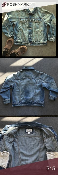 CHILDREN'S PLACE DISTRESSED DENIM JACKET SIZE 5/6 Stylish blue denim jacket for your little one. Distressed with snap closures. Excellent condition. Two side pockets and two chest pockets with snaps.  Boys size 5/6 Children's Place Jackets & Coats Jean Jackets