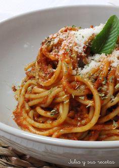 ESPAGUETIS EN SALSA DE PIMIENTOS ROJOS Italian Deli, Italian Pasta, Easy Baked Spaghetti, Pasta Recipes, Cooking Recipes, Pasta Bar, Vegetarian Recipes, Healthy Recipes, Italian Recipes