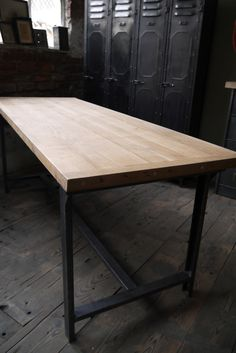 Table ou bureau metal industriel militaire plateau chene massif