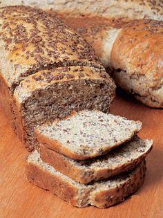 Receita SAUDÁVEL DE PÃO INTEGRAL  Veja mais em http://www.comofazer.org/culinaria/receita-saudavel-de-pao-integral/