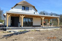 Alles is mogelijk met een houten veranda | Willemsen Hout Patio Fence, Back Patio, Pergola Patio, Backyard Patio, Garage Building Plans, Building A House, Covered Patio Design, Porch Veranda, Carport Designs