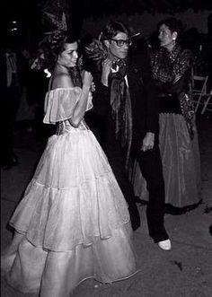 La modella Loulou de la Falaise musa ispiratrice di Yves Saint Laurent - Loulou de la Falaise in abito da sposa
