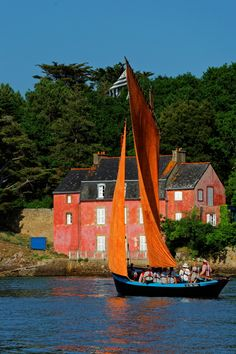 SEMAINE DU GOLFE Normandy Beach, Beautiful Eyes, Wonderful Places, San Francisco Skyline, Sailing, The Incredibles, Cabin, Adventure, House Styles