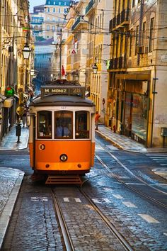 48 horas en… Lisboa Best Beaches In Portugal, Portugal Vacation, Hotels Portugal, Visit Portugal, Portugal Travel, Spain And Portugal, Spain Travel, Algarve, Places To Travel
