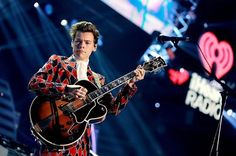 102 mentions J'aime, 2 commentaires – HARRY STYLES UPDATES (@harrydailyupdates) sur Instagram : « HQ Harry performing at the #iHeartFestival in Las Vegas tonight. • September 22, 2017. »