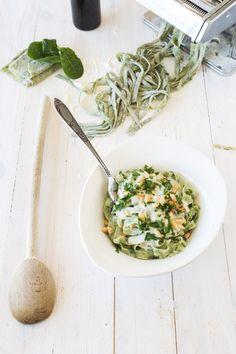 tagliatelles aux épinards (maison), sauce gorgonzola et pignons de pins