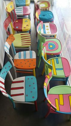 painted furniture Come dipingere una se - furniture Whimsical Painted Furniture, Hand Painted Furniture, Funky Furniture, Paint Furniture, Upcycled Furniture, Shabby Chic Furniture, Furniture Makeover, Furniture Design, Hand Painted Chairs