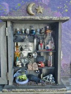 diorama in a shadowbox Shadow Box Kunst, Shadow Box Art, Halloween Diorama, Halloween Fun, Diy Paper, Paper Crafts, Letterpress Drawer, Shadow Box Memory, Harry Potter Halloween