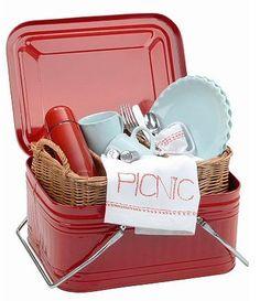 Life: Ten Super Cute Picnic Sets  (via Tin-picnic-set | ZANACCO)