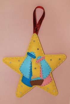 nacimiento-fieltro-navidad Felt Christmas Ornaments, Christmas Crafts For Kids, Christmas Tree, Wooden Diy, Felt Crafts, Holiday Decor, Projects, Handmade, Ideas Para