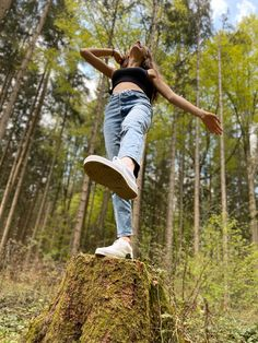 Forest Photography, Portrait Photography Poses, Photography Poses Women, Outdoor Photography, Instagram Look, Cute Instagram Pictures, Cute Poses For Pictures, Teen Photo Shoots, Creative Photoshoot Ideas