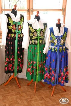 Folk clothing from the region of Podhale, southern Poland [source]. Polish Clothing, Folk Clothing, Historical Clothing, Folk Fashion, Fashion Sewing, Vintage Fashion, Ethnic Outfits, Colourful Outfits, Colorful Clothes
