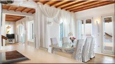 modern vidéki ház, enteriőr (Luxuslakások) Cottage Homes, Loft, Curtains, Country, Bed, Furniture, Home Decor, Vintage, Blinds