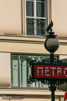 Paris, use the Metro if you want to see the city - France - Travelhartphoto. The metro system in Paris startted in It is the best way for Parisians to get from A to B. Almost every landmark is connected to this metro system. Paris Landmarks, Famous Landmarks, Gustave Eiffel, Moving To Australia, Parisians, Paris City, Public Transport, Paris Metro, France