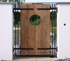 Gartenplanung und Gartengestaltung Renate Waas: Anwesen bei München - gestaltet mit Schwimmteich, Pavillon, Whirlpool und Lounge