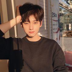 Korean Boys Ulzzang, Cute Korean Boys, Ulzzang Boy, Korean Men, Asian Boys, Pretty Boys, Cute Boys, Ulzzang Makeup, Bae