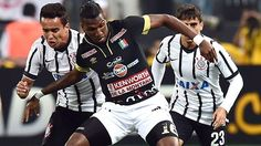Corinthians derrota 2-0 a Once Caldas con Paolo Guerrero expulsado. Feb 04, 2015.