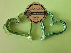 I have done this heart leaves to decorate my daisies. Quilling Flowers, Flower Tutorial, Step By Step Instructions, Daisies, Paper Art, Leaves, Heart, Creative, How To Make