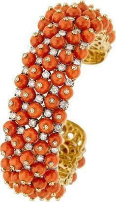 Coral, diamond and gold bracelet