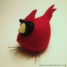 Felt cardinal tutorial with PDF pattern (will need to click on US flag for English)