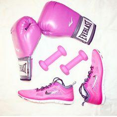 Girl Power @manhattan_girl  #everlast #glove #box #boxing #boxersofinstagram #boxgloves #pink #pinkaddict #nike #nikerun #sport #fit #healthy #thinkpink #fashion #girlythings #bomb #bum #boxing #girlpower #womenpower #manhattan #usa #ny #newyork by perfectionist_tr