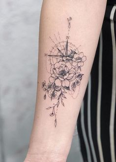 Image about art in tattoos/piercings by Marie - Uploaded by 🦋~Aɭɭ Tɧҽ Lɷѵҽ~🦋. Find images and videos about art, aesthetic and flowers - Mini Tattoos, Sexy Tattoos, Body Art Tattoos, Small Tattoos, Sleeve Tattoos, Tattoos For Women, Tatoos, Tattoo Drawings, Feminine Compass Tattoo