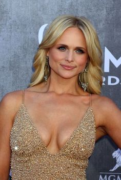 Miranda Lambert's Top 10 Hair Moments Miranda Lambert Bikini, Miranda Lambert Photos, Hot Country Girls, Country Women, Country Music, Maranda Lambert, Leigh Lambert, Miranda Blake, Country Female Singers