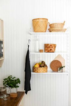 kuva Beautiful Wall, Beautiful Homes, Scandinavian Kitchen, Interior Decorating, Interior Design, Country Kitchen, Kitchen Storage, Home Furniture, Kitchen Dining