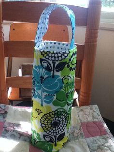 Vera Bradley Lime's Up Insulated Wine/Beverage Tote by kmsCloset, $20.00