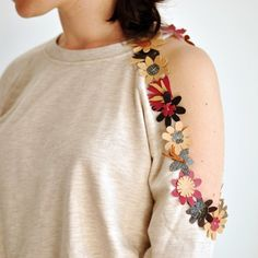 Cut out sweatshirt with leather flowers inspired by Christopher Kane's embellished design. Everybody will love it!